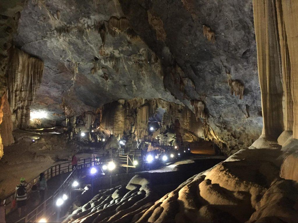 Phong nha caves, paradise cave, vietnam caves